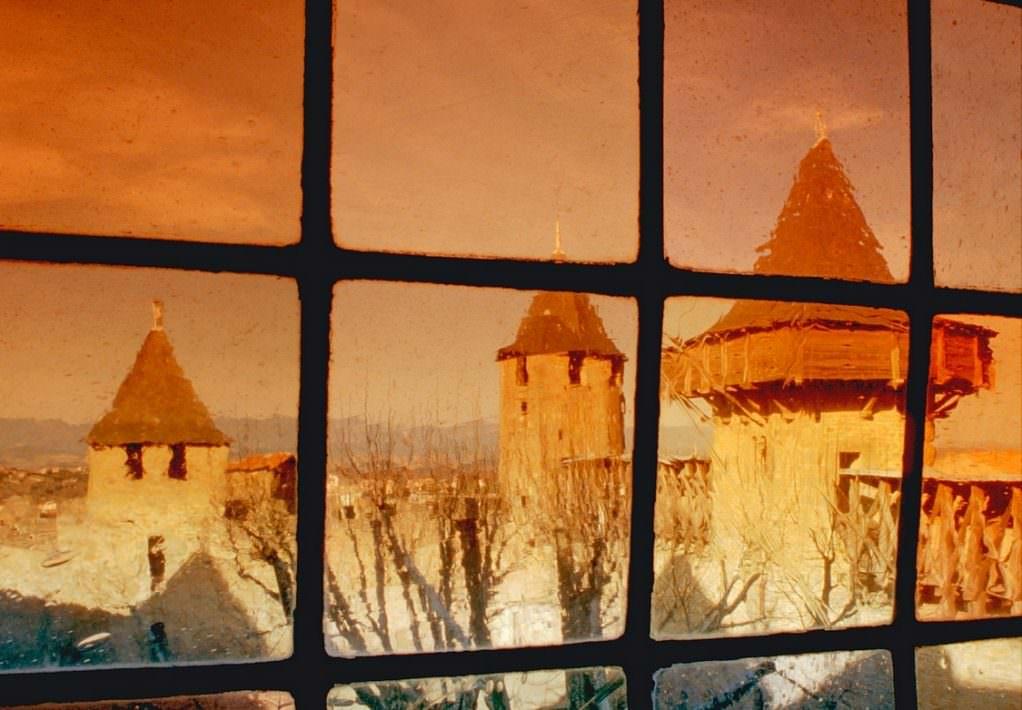 carcassonne, vitrail, cour chateau comtal