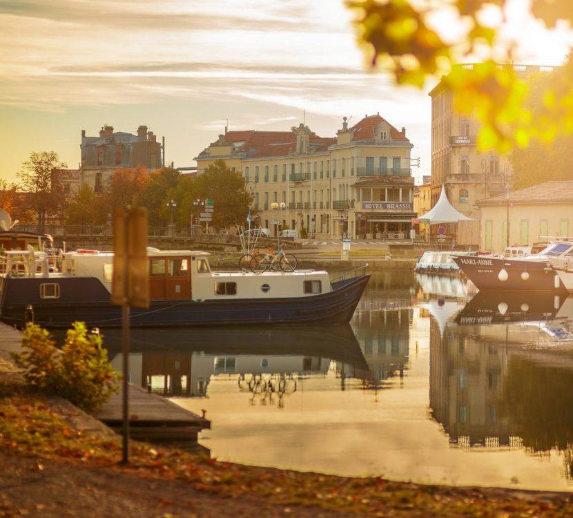 Le port sur le canal du midi à Carcassonne© Vincent Photographie, ADT de l'Aude