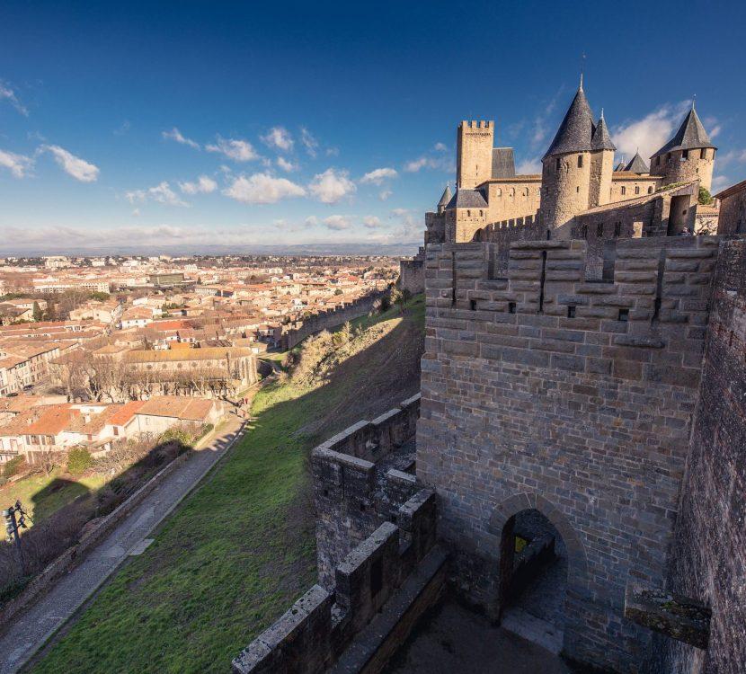 Vue depuis les remparts de la Cité sur la ville de Carcassonne ©Vincent Photographie - ADT de l'Aude
