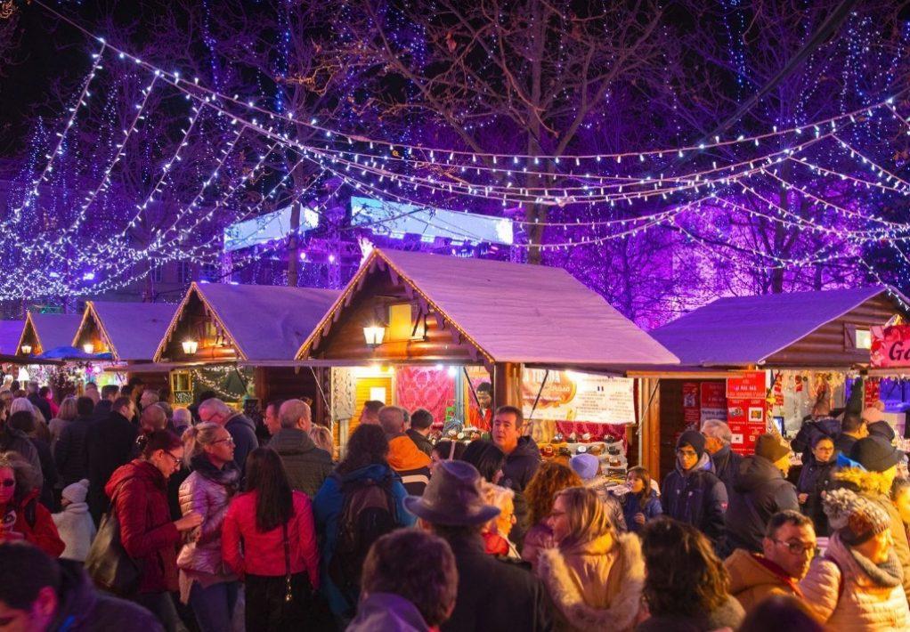 La magie de Noël à Carcassonne, chalets place Carnot
