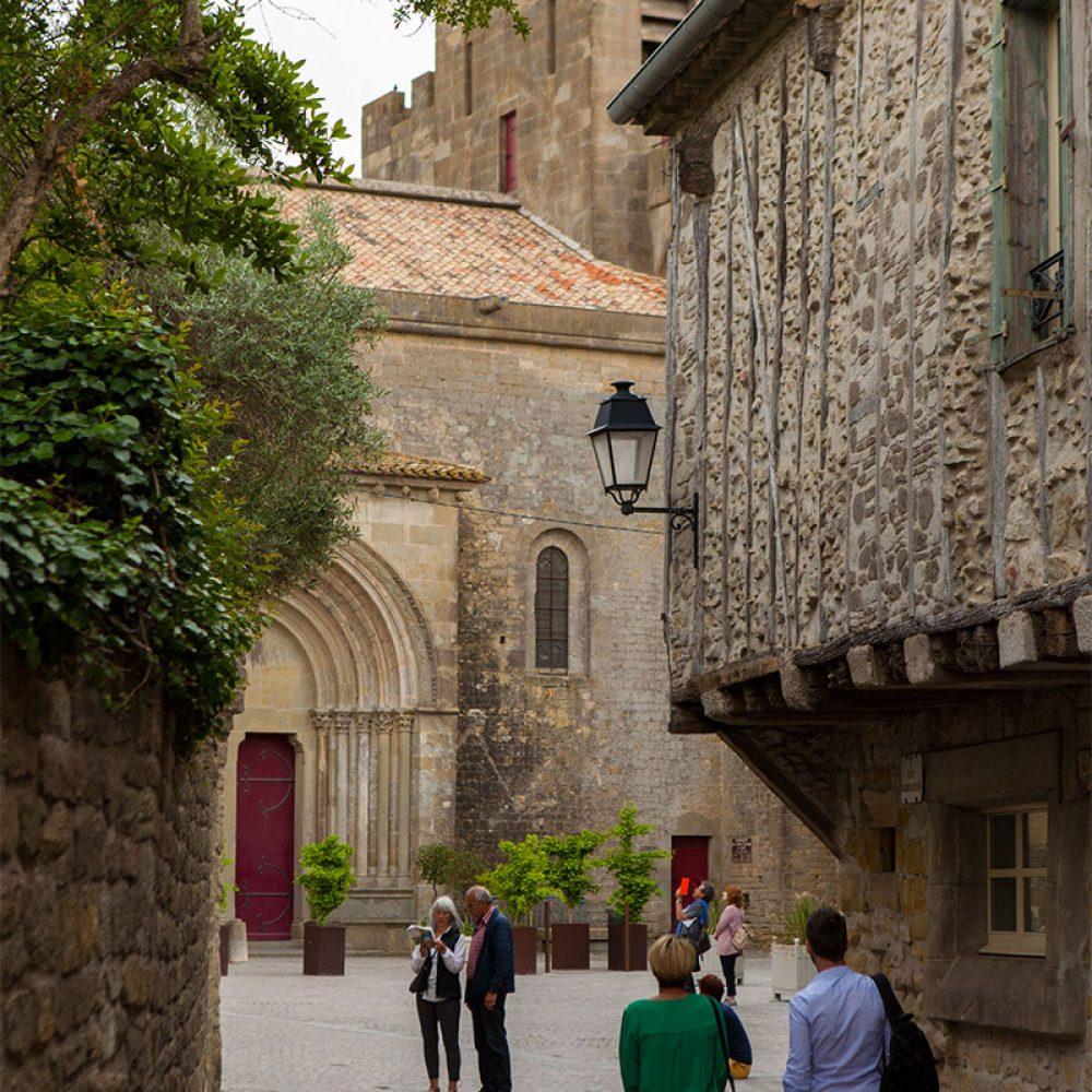 Balade dans les rue de la Cité de Carcassonne en couple ©Philippe Benoist-ADT de l'Aude