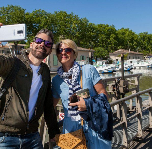 Carcassonne, port du canal du midi, couple