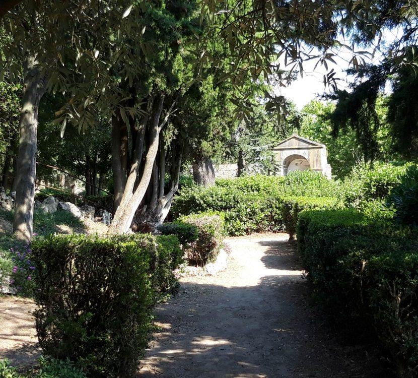 Balade dans le Jardin du Calvaire à Carcassonne ©Marc Gassion - ADT de l'Aude