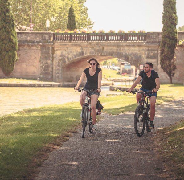 Castelnaudary, pont, balade à vélo le long du Canal du Midi