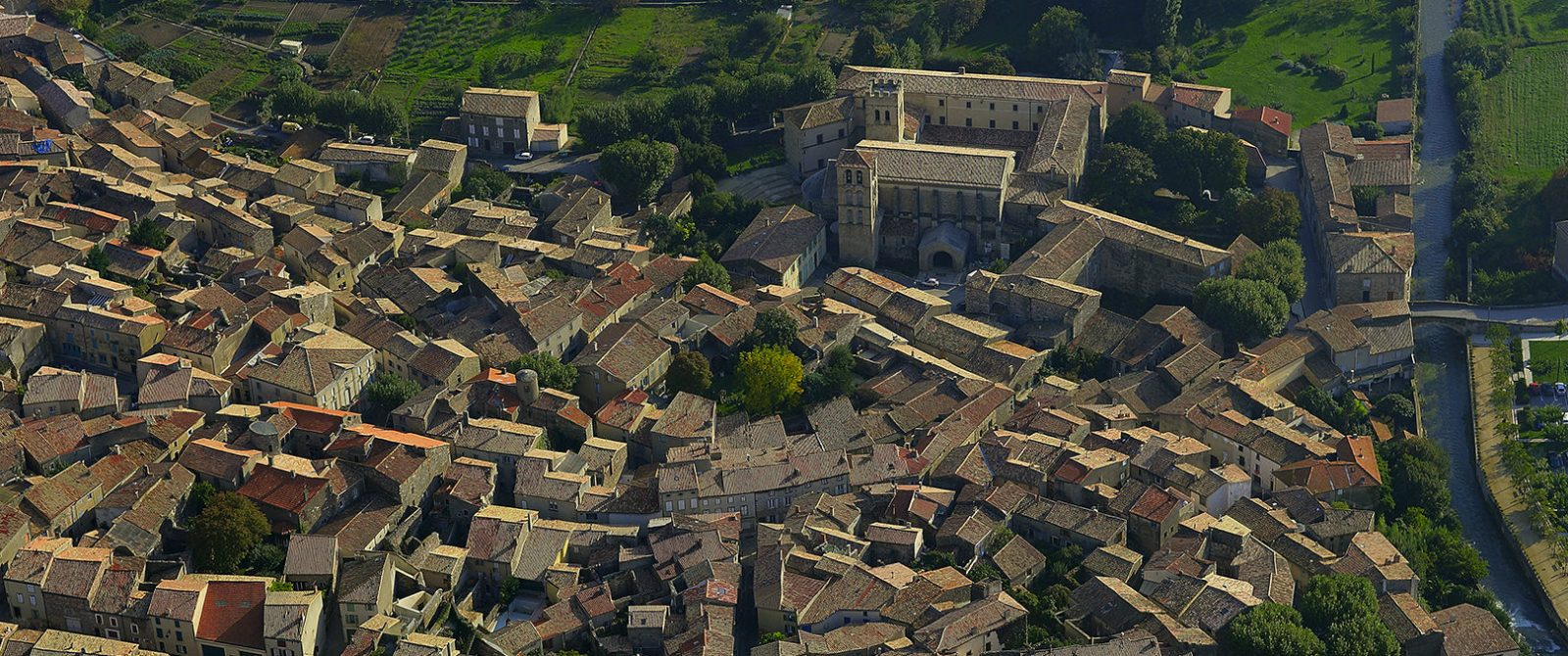 Caunes Minervois 2005 vue village