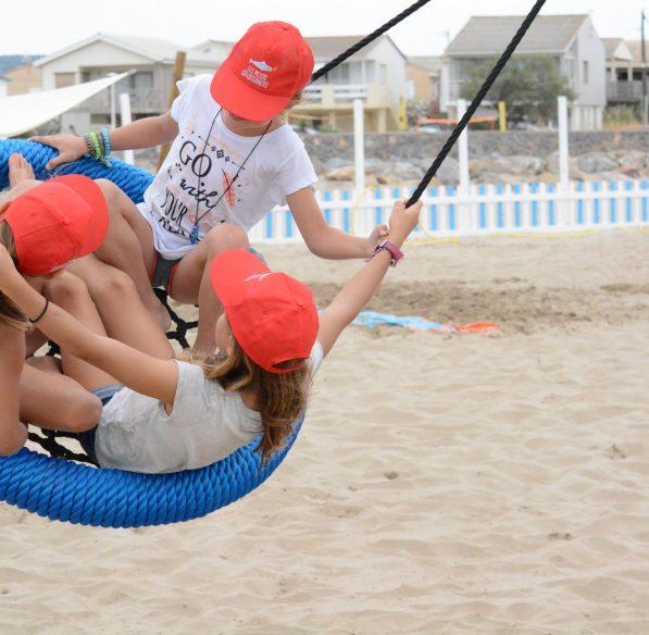 gruissan-2018-07-plage-chalet-club-petit-gruissanot-enfant-cr-n-bois-ot-gruissan