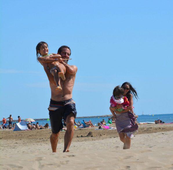 En famille à la plage de Gruissan ©Office de Tourisme de Gruissan