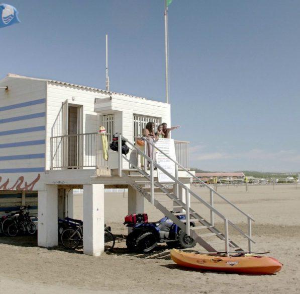 La plage de Gruissan et son poste de secours ©Ailium-ADT de l'Aude