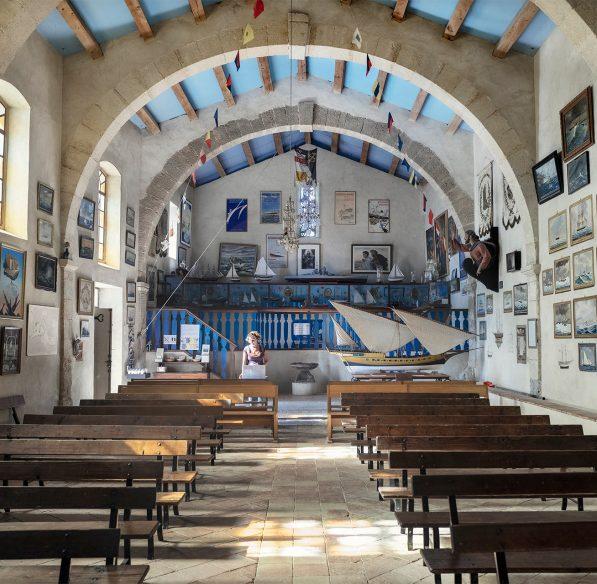 Visite de l'intérieur de la chapelle Notre Dames des Auzils à Gruissan ©Idriss Bigou-Gilles - ADT de l'Aude