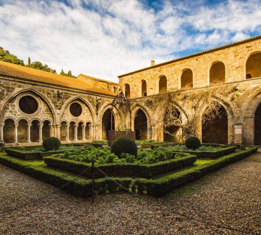 L'Abbaye de Fontfroide et son cloître ©Vincent Photographie