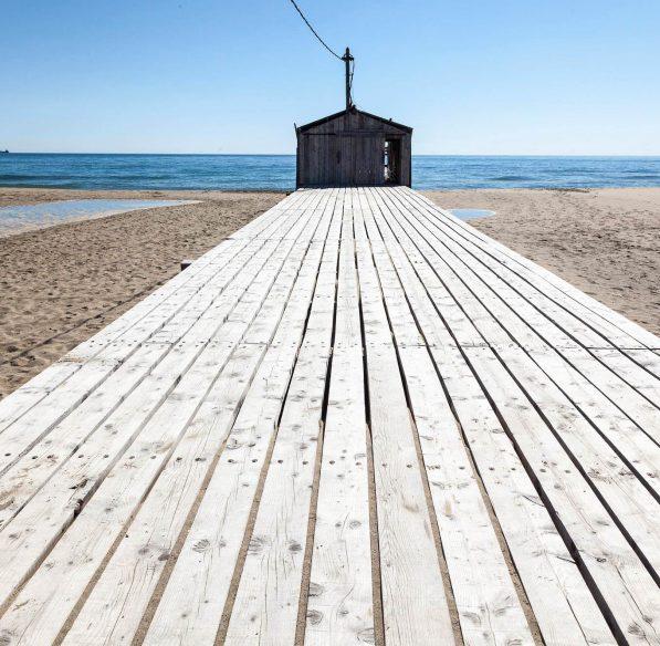 La plage du Rouet et son ponton à La Palme ©Office de Tourisme du Grand Narbonne