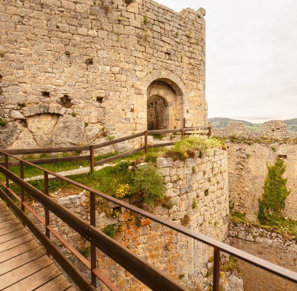 Lapradelle-puilaurens, chateau