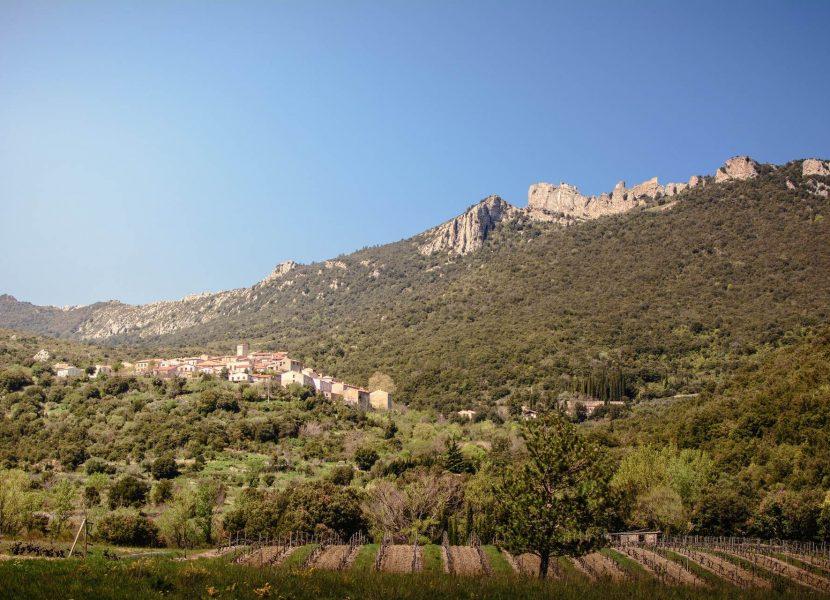 Le Château de Peyrepertuse et son village ©Vincent Photographie