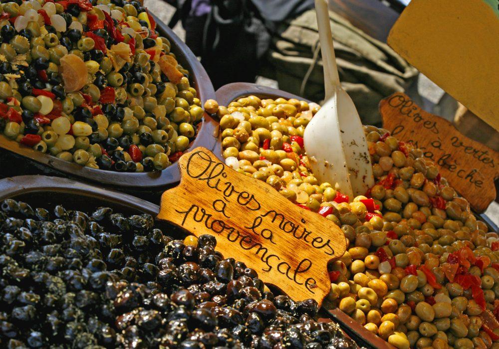 Narbonne, les halles, olives