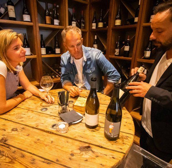 Dégustation de vin au Petit comptoir à Narbonne ©Céline Deschamps-ADT de l'Aude