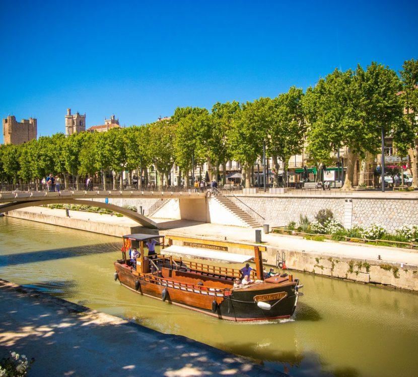 Promenade en bateau sur le Canal de la Robine à Narbonne © Céline Deschamps-ADT de l'Aude