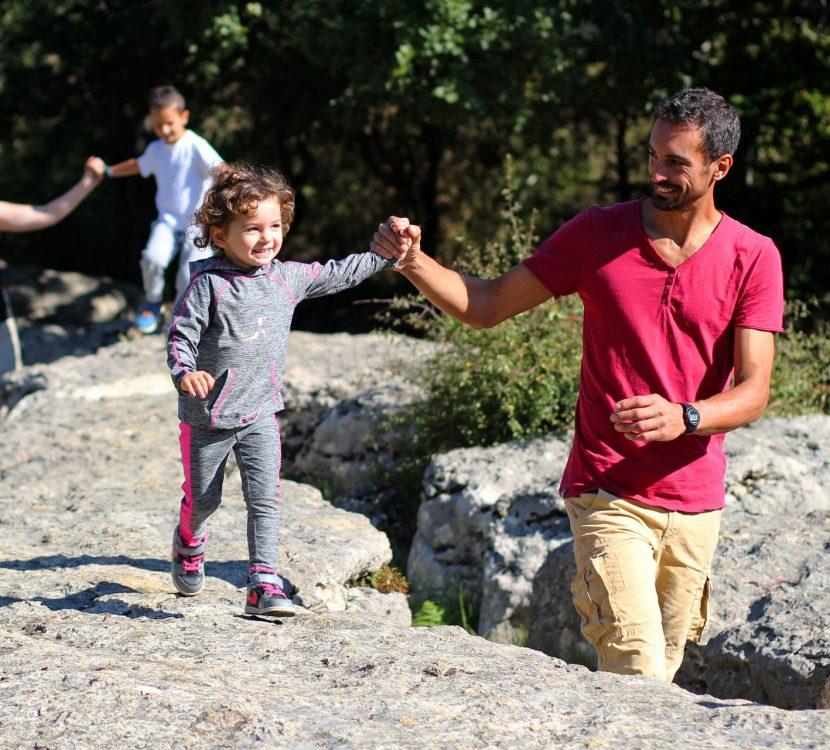 Le labyrinthe vert en famille à Nébias ©Sylvain Dossin - Office de Tourisme des Pyrénées audoises