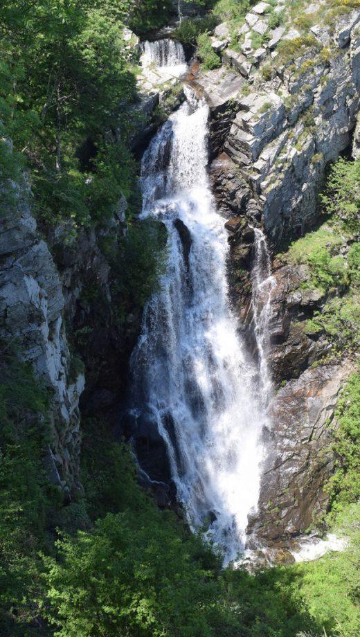 Balade en direction de la Cascade de Cubserviès ©Office de Tourisme Montagne Noire