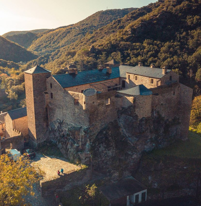 Le château de Roquefère en Montagne Noire ©Vincent Photographie, ADT de l'Aude