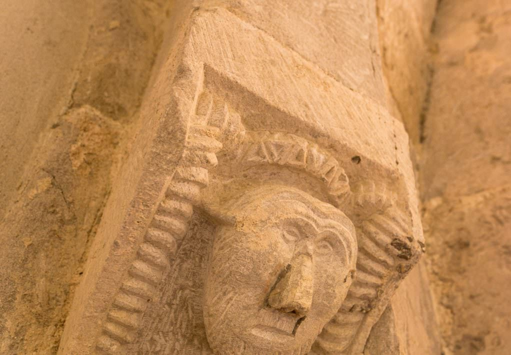 Chapiteau de l'Abbaye de Saint Papoul-crédit Vincent Photographie