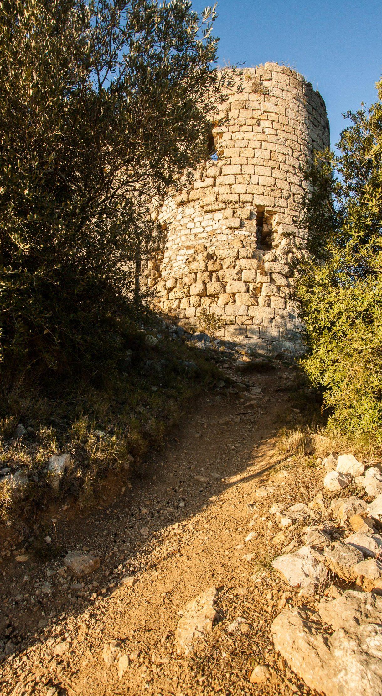 château d'Aguilar, tour