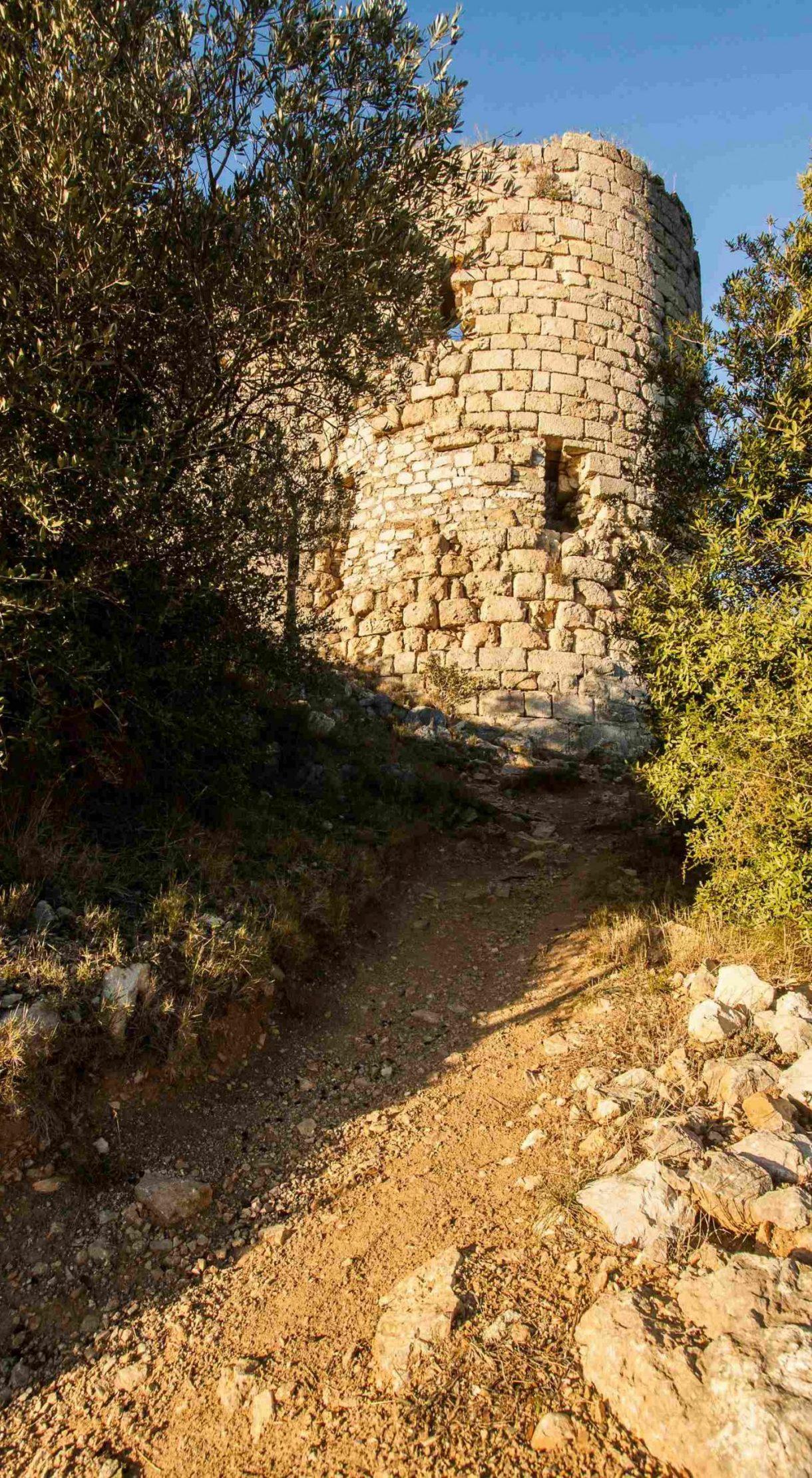 Découverte du Château d'Aguilar et sa tour ©Vincent Photographie
