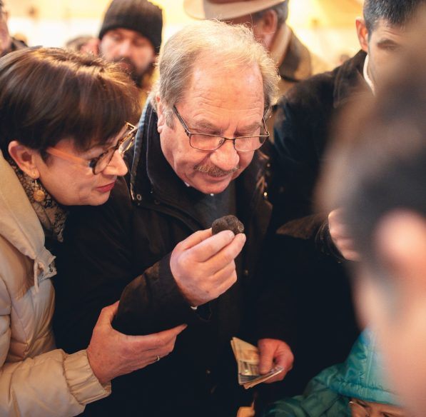 villeneuve-minervois-2019-01-marche-truffe-couple-cr-vincent-photographie-adt-aude
