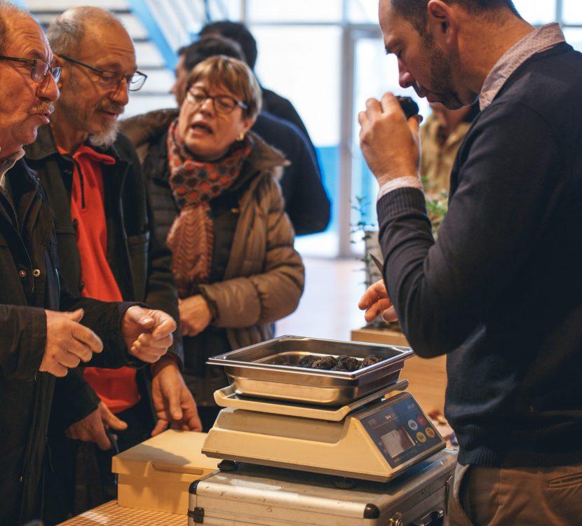 villeneuve-minervois-2019-01-marche-truffe-pesee-cr-vincent-photographie-adt-aude-01