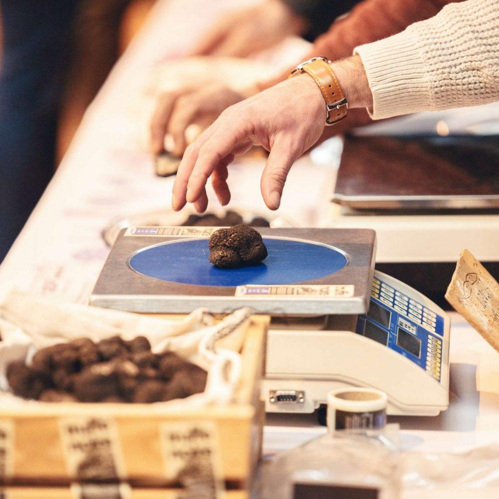Pesée de la truffe ©Vincent Photographie-ADT de l'Aude